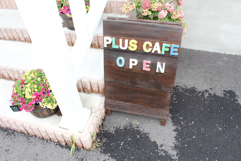 Pluscafe(プラスカフェ)様 看板