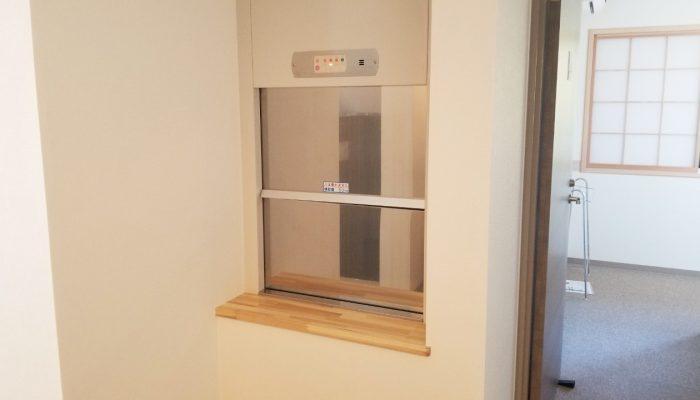 小荷物専用昇降機(ダムウェーター)をホテルに設置