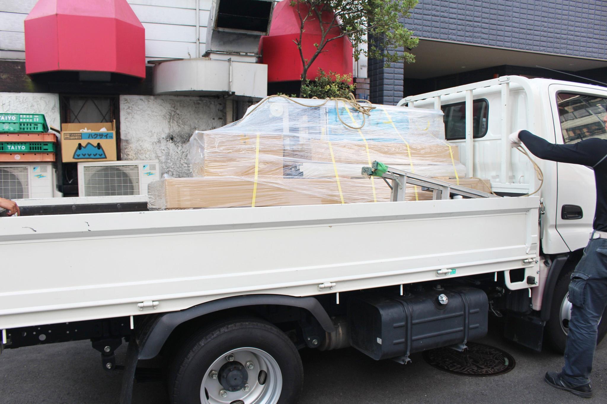 コンパクトに整理された状態で、小荷物専用昇降機は現場まで運ばれます